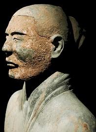 Cabeza de guerrero chino , esta fue una de la piezas halladas en Xiam ,que sorprendería el mundo tanto por la calidad que la cantidad de piezas halladas